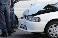 Choque de coche y policía Imagenes de archivo