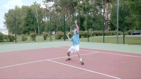 Choque de los gastos indirectos del tenis El movimiento más agraciado y más potente Cámara lenta almacen de video