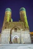 Chor mindre moské på natten, Bukhara Royaltyfria Foton