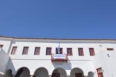 Chora城镇厅主要门面米科诺斯岛逃出克隆岛的  建筑学使旅行巡航环境美化 免版税库存照片