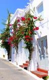 Chora村庄传统建筑学在Kythera海岛, Gre上的 库存照片