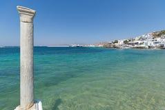 Chora bystrand och hamn - den Mykonos Cyclades ön - Aegean hav - Grekland Arkivfoton