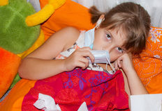 Chora dziewczyna w bad Zdjęcia Royalty Free