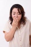 Chora kobieta cierpi od zimna, grypa, oddechowy zagadnienie zdjęcia stock