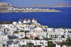 Chora Mykonos auf dem Hintergrund des Meeres. Stockbild