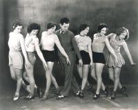 Choreograaf die met dansers repeteren Stock Foto