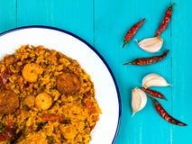 Chorizo del pollo e re Prawn Paella Meal Immagini Stock