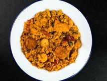 Chorizo et Roi Prawn Paella Meal de poulet Image libre de droits