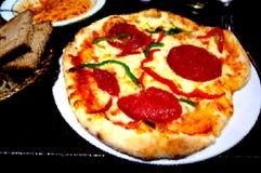 Chorizo-Pizza für Abendessen Stockfotos