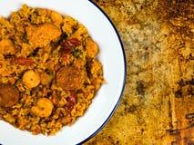 Chorizo y rey Prawn Paella Meal del pollo Imagenes de archivo