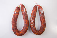 Chorizos curados rojo Imagen de archivo libre de regalías