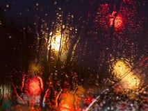Chorrito de la nieve de fusión en el parabrisas del coche fotografía de archivo libre de regalías