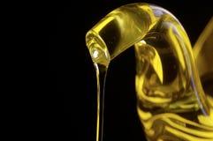 Chorrito del aceite de oliva fotografía de archivo libre de regalías