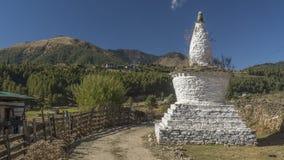 Chorten en el valle de Phobjikha Reino de Bhután Foto de archivo