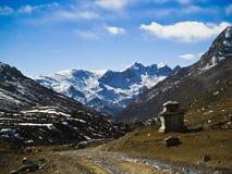 Chorten en valle Himalayan Imagen de archivo