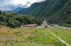 Chorten Kora - östliga Bhutan royaltyfria bilder