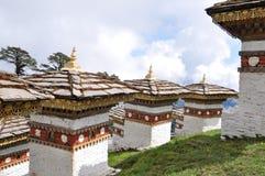 108 Chortens Dochula通行证,不丹 免版税库存照片