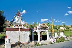Chortens o Stupas cerca de Mulbek, Kargil, carretera de Leh-Srinagar, Leh-Ladakh, Jammu y Cachemira, la India imágenes de archivo libres de regalías