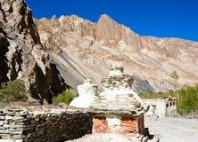 Chortens o Stupas durante el viaje de Markha, valle de Markha, Ladakh, la India foto de archivo libre de regalías