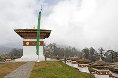 Chortens på det Dochula passerandet, Bhutan Royaltyfria Bilder