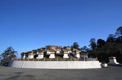 108 chortens stupas是纪念品以纪念Bhuta 图库摄影