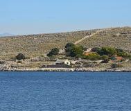 Chorwacja, Kornati archipelag, mali sezonowi domy Zdjęcia Royalty Free
