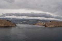 Chorwacja, Pag wyspa, PaÅ ¡ ki Najwięcej, PaÅ ¡ ki most, most, pogoda sztormowa, wyspa Pag, Europa, faleza, fjord zdjęcia stock