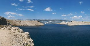 Chorwacja, Pag wyspa, PaÅ ¡ ki Najwięcej, PaÅ ¡ ki most, most, pogodny, wyspa Pag, Europa, faleza, fjord obraz royalty free
