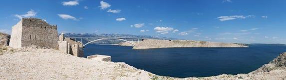 Chorwacja, Pag wyspa, PaÅ ¡ ki Najwięcej, PaÅ ¡ ki most, most, wieża obserwacyjna, stara, ruiny, pogodne, wyspa Pag, Europa, fale zdjęcie royalty free