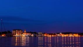 Chorwacki miasto Porec, Istria przy półmrokiem, czasu upływu panning strzał zbiory