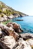 chorwacki seashore Wybrzeże Hvar wyspa Powitania od morza Morze i skały w Chorwacja Krajobraz Adriatycki morze Gorący summ Obraz Royalty Free