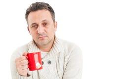 Chory mężczyzna z smutnym twarzy cierpieniem grypowy wirus Obraz Stock
