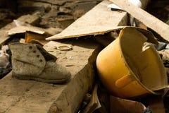 Choses de bébé dans une maison abandonnée chernobyl l'ukraine Photo stock