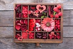 Choses de jour de valentines petites dans une boîte Photos libres de droits