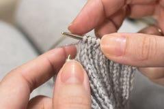 Choses tricotées avec vos propres mains photographie stock libre de droits