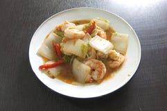 Chou de chine frit par émoi avec la crevette photo stock