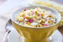 Chou de chine, maïs et salade de surimi Photos stock
