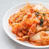 Chou de Kimchi Apéritif coréen d'un plat blanc, place photographie stock
