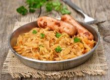 Chou de ragoût avec la saucisse Photo stock