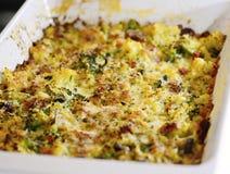 Chou-fleur et brocoli cuits au four avec le parmesan râpé photographie stock libre de droits