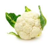 Chou-fleur frais d'isolement sur un fond blanc Images stock