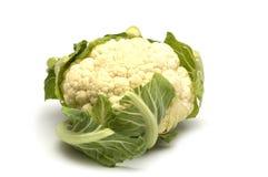 Chou-fleur frais sur le blanc Image stock