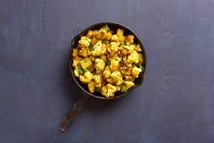 Chou-fleur indien de style avec des pommes de terre image stock