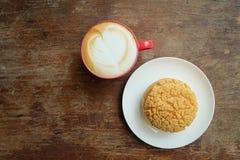 Choucreme und heißer Latte Stockfotos