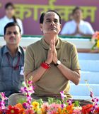 Chouhan, κύριος υπουργός Shivraj singh Madhya pradesh που εκτελεί τη γιόγκα στοκ φωτογραφία
