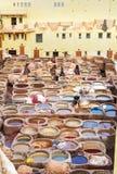 Chouwara传统皮革厂在菲斯,摩洛哥 免版税库存照片