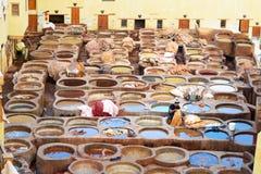 Chouwara传统皮革厂在菲斯,摩洛哥 免版税库存图片