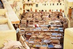 Chouwara传统皮革厂在菲斯,摩洛哥 免版税图库摄影