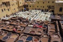 Chouwara皮革传统皮革厂在Fes El古老麦地那  免版税库存照片