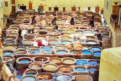 Chouwara traditionell garveri i Fez, Marocko Arkivfoton